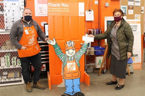 ClarkBoysen-AssistantManager-HomeDepotCoquitlam-presents-cheque-to-CarolMetzMurray-Tri-City Transitions